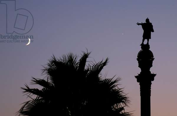 First crescent of Moon and Venus - Barcelona - First crescent Moon with Venus -Barcelona - First crescent of Moon and Venus with the Columbus Columbus Columbus column in silhouette. October 2005. First crescent Moon and Venus with Colombus Monument in Barcelona. October 2005