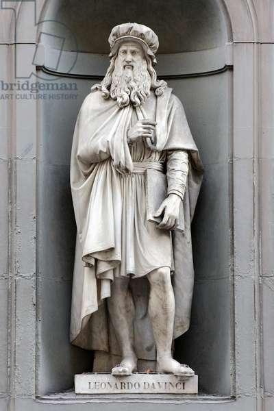 Statue of Leonardo da Vinci - Florence