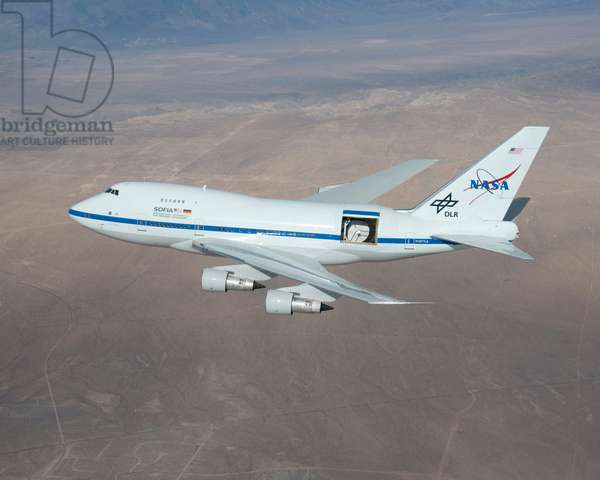 The SOFIA telescope - SOFIA telescope - View of the infrared telescope SOFIA (Stratospheric Observatory for Infrared Astronomy) embarks on board a Boeing 747 on 18 December 2009. Nasa's Stratospheric Observatory for Infrared Astronomy - or SOFIA - on a test flight, December 18, 200