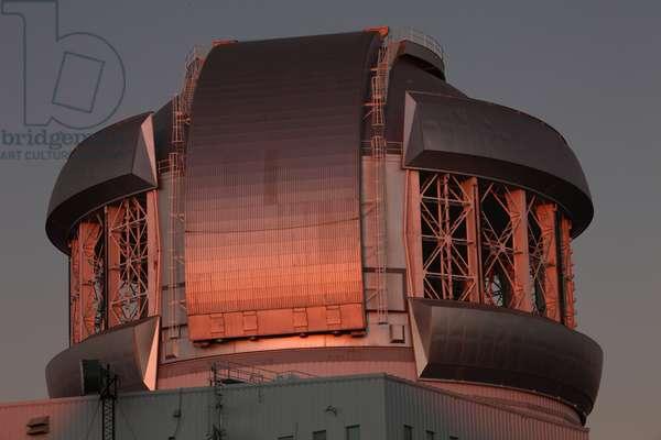 Telescope Gemini south - Gemini South Telescope - The dome of the 8.2 m Gemini south telescope on Cerro Pachon in Chile. Gemini south telescope at summit of Cerro Pachon in Chile