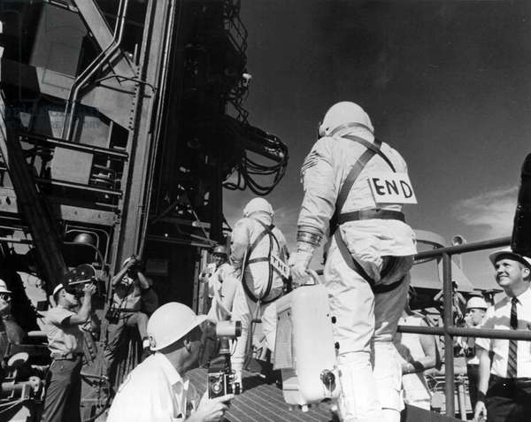Gemini 12: Depart of Lovell and Aldrin - Gemini 12: astronauts departure - 11 November 1966, astronauts Jim Lovell and Edwin Aldrin arrive on the shooting pad. Jim Lovell and Edwin Aldrin going up ramp. Nov 11 1966