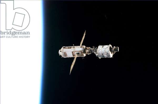 ISS: Unity and Zarya modules. 12/1998 - ISS: Zarya and Unity modules. 12/1998 - Unity modules (right) and Zarya (left) assembles seen from the shuttle Endeavour. 13/12/1998 The mated Russian - built Zarya (left) and U.S. - built Unity modules are backdropped against the blackness of space over Earth's horizon shortly after leaving Endeavour's cargo bay. The photo was taken on Dec 13 1998