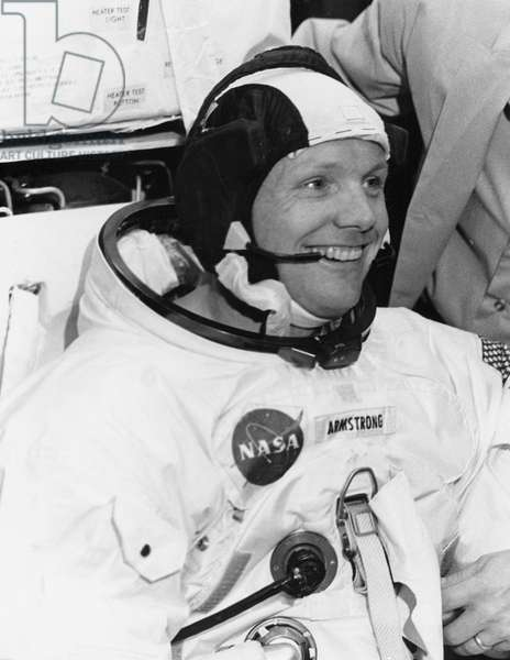 Apollo 11: N. Armstrong - N.Armstrong suited for training - Neil Armstrong dresses for a training session. 15/04/1969. N.Armstrong suited for trainin