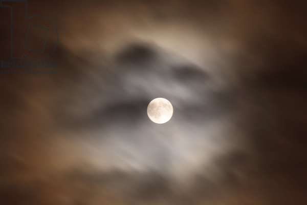 Full Moon and Clouds - Full Moon with cloud