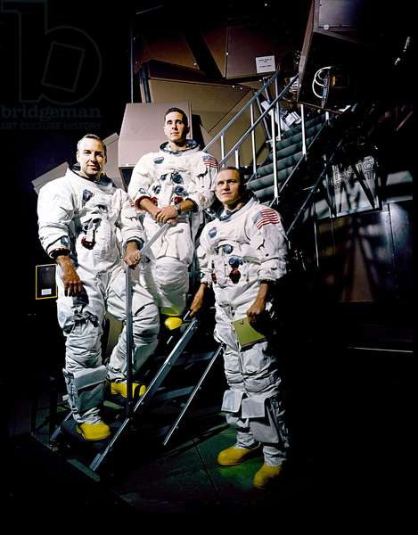 Crew Apollo 8 11/1968 - Apollo 8 crew Nov 22 1968 - Crew Apollo 8, from left to right astronauts James Lovell, William Anders and Frank Borman in front of the simulator. 22/11/1968. From left to right: James Lovell, William Anders and Frank Borman posing beside Apollo Mission Simulator. Nov 22 1968