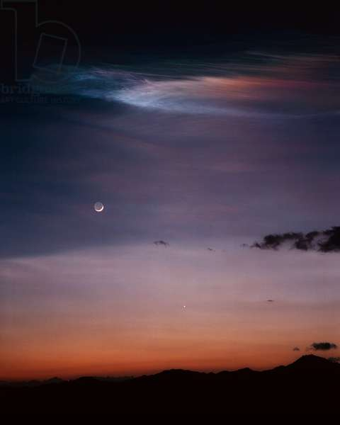 The Moon, Venus and a train left by a rocket - The Moon, Venus and a train left by a rocket - Cloud left by a missile or rocket over the Moon and Venus