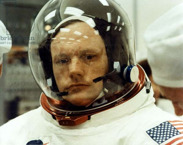 Apollo 11: Neil Armstrong - Neil Armstrong has training, mission Apollo 11. 16/07/1969. Technicians make the final adjustments to Apollo 11 Commander Neil A. Armstrong's spacesuit as he prepares to take part in a space vehicle Countdown Demonstration Test (CDDT). Astronauts Armstrong, Aldrin and Collins are practicing for ther mission, the first manned Lunar landing
