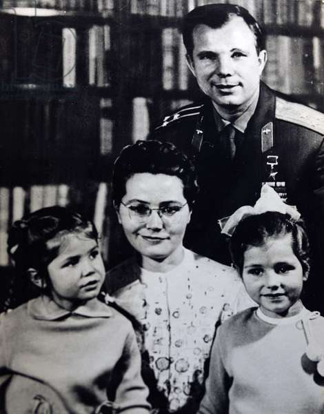Yuri Gagarin family - Yuri Gagarin's family - Yuri Gagarin (1934 - 1968), with his wife Valentina and his two daughters Lena and Galina, in 1967. Yuri Gagarin (1934 - 1968), with his wife Valentina and their two daughters Lena and Galina, in 1967