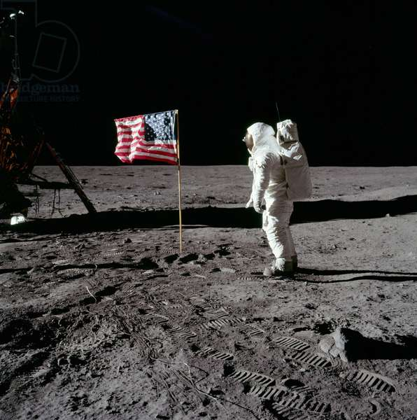 Apollo 11: E. Aldrin on the Moon - Apollo 11: Buzz Aldrin salutes the U.S. Flag - E. Aldrin on the Moon 07/69 - Greetings from Edwin Aldrin to the American flag. 20/07/1969. Buzz Aldrin salutes the U.S. Flag. His fingertips are visible on the far side of his faceplate. Note the well - defined footprints in the foreground