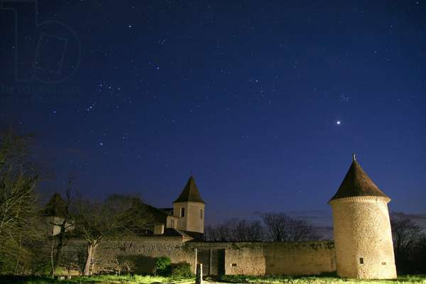 Star sky and planet Venus - Starry sky with Venus - The rapprochement between Venus and the Pleiades cluster in April 2007, above the castle of Savaillan in the Gers. Brilliant planet Venus near the Pleiades star cluster seen in april 2007 above the castle of Savaillan in Gers, France