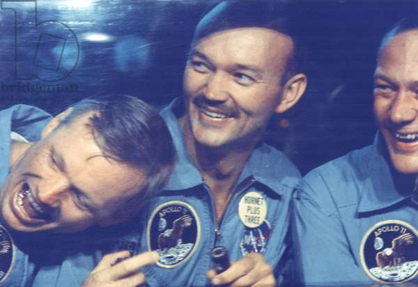Apollo 11: astronauts quarantined - Apollo 11 crew in quarantine - From g. to d.: Neil A. Armstrong, Michael Collins and Edwin E. Aldrin) quarantined aboard the U.S.S. Hornet. Confined to the Mobile Quarantine Facility are (left to right) Neil A. Armstrong, commander; Michael Collins, command module pilot; and Edwin E. Aldrin Jr., lunar module pilot