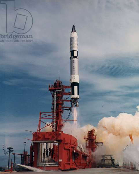 Gemini 11: decollage de Gemini - Titan - Liftoff of Gemini 11 - Decollage de Gemini 11 on 12 September 1966. Gemini 11 lifts off with astronauts Charles Conrad and Richard Gordon aboard from Pad 19 by a Titan II launch vehicle. Sep 12 1966