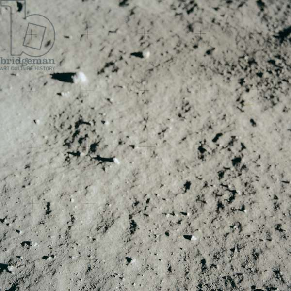 Apollo 11: lunar ground before footprint - Apollo 11: lunar surface before footprint - Lunar ground before Aldrin footprint. 20/07/1969. Buzz Aldrin took this picture of a pristine surface before making a bootprint