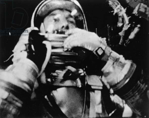 Mercury - Redstone - 3: A.Shepard in flight - Alan Shepard photographed during his flight by a 16 mm movie camera. May 05 1961