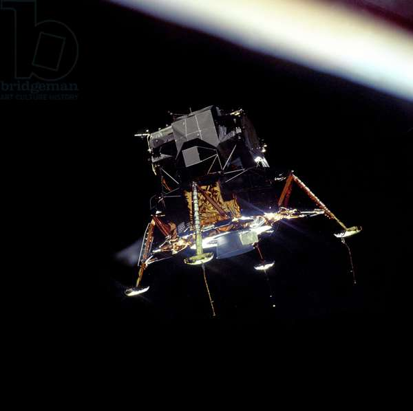Apollo 11: the LEM begins its descent - Apollo 11: Lunar module (LM) descent - The LEM, separates from the control module, begins its descent. 20/07/1969. Lunar Module separation from Command Space Module. Jul 20 1969
