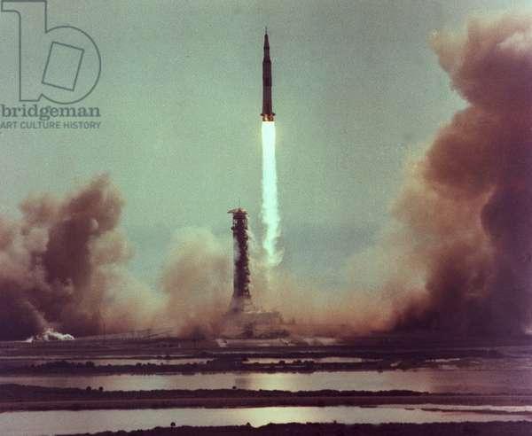 Apollo 11: Decollage of Saturn V - Apollo 11 launch July 16 1969 - Decollage of the Saturn V/Apollo 11 rocket. 16/07/1969