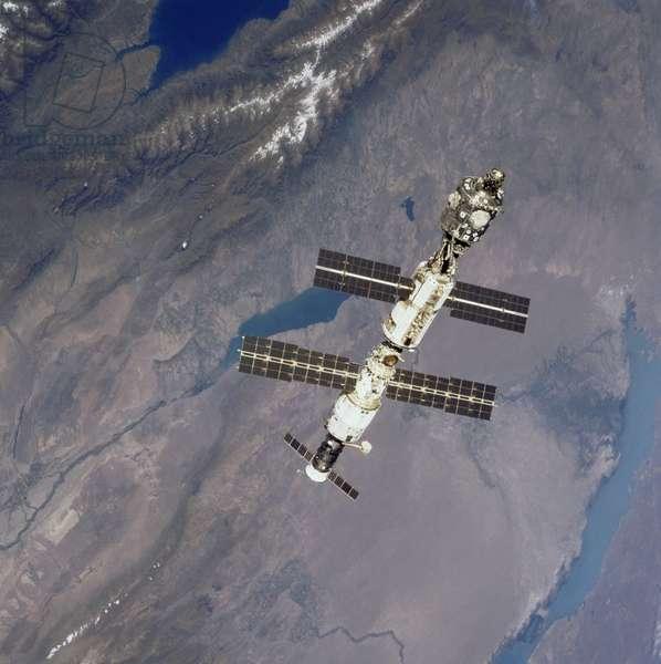 ISS: Unity, Zarya and Zvezda modules. 09/2000 - ISS: Unity, Zarya and Zvezda modules. 09/2000 - Unity, Zarya and Zvezda modules photographs over Lake Balkhash from Shuttle Atlantis. 10/09/2000. The International Space Station over Lake Balkhash, as photographed during a fly - around by the Space Shuttle Atlantis. Lake Issyk - Kul is in upper left. Sep 10 2000
