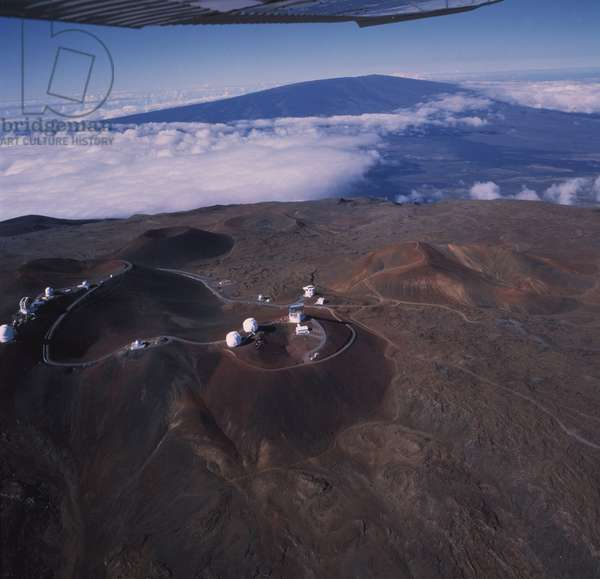 Mauna Kea Observatory - Hawaii - Mauna Kea Observatory - Hawaii. - Mauna Kea Observatory, 4200 metres, altitude, Hawaii, USA. The Gemini Nord (left) is under construction. At left, Gemini North dome is still in building
