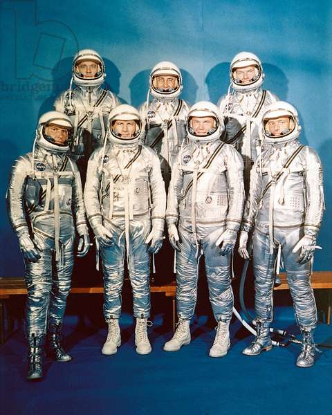 Mercury: Portrait des astronautes - Mercury program Astronaut group portrait. Front row (from l. to r.) : Walter Schirra, Donald Slayton, John Glenn and Scott Carpenter. Back row (from l. to r.) Alan Shepard, Virgil Grissom and Gordon Cooper. Jul 01 1962