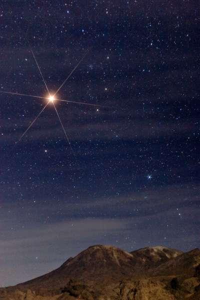 Constellation of Gemels and Mars - Constellation of Gemini with Mars - Part of the constellation Gemeaux, with the brilliant planet Mars; below, the volcano Taftan, Iran. December 2007. Stars of Gemini, with the bright planet Mars, above Taftan volcano. Iran - Pakistan border