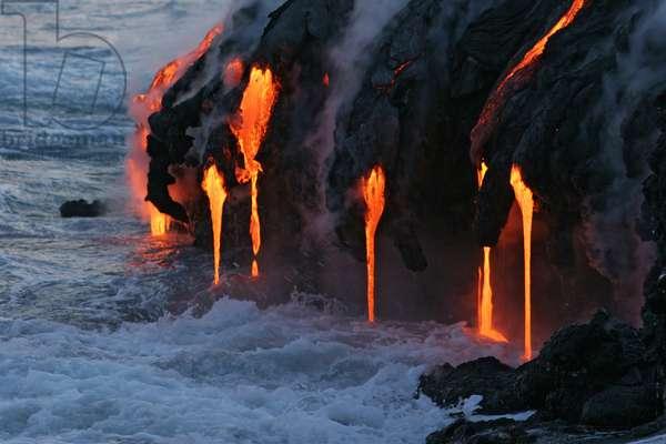 Lava entry into the OCEAN-kilauea -Hawaii - Lava sea Entry-kilauea -Hawaii - Lava flow into the Pacific Ocean. It is a type of fluid basaltic lava characteristic of the volcano shield Kilauea to Hawaii. Pahoehoe (fluid and smooth basaltic lava) sea entry from the shield volcano Kilauea, in Hawaii