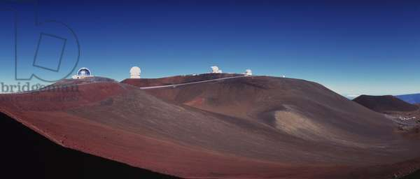 Mauna Kea Observatory - Hawaii - Mauna Kea Observatory - Hawaii. - Mauna Kea Observatory, 4200 metres, altitude, Hawaii, USA. From right to left, the English 3 metre telescope, the Hawai 2.2 metre telescope, Gemini North (under construction), CFHT, the Nasa 3 metre infrared telescope. From right to left: UKIRT, 2.2 m UH telescope, Gemini North telescope (in construction), CFHT, IRTF
