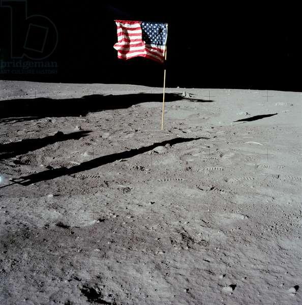 Apollo 11: American flag on the Moon - Apollo 11: view of US flag on the Moon - Flag on the Moon 07/69 - American flag on the Moon. 20/07/1969