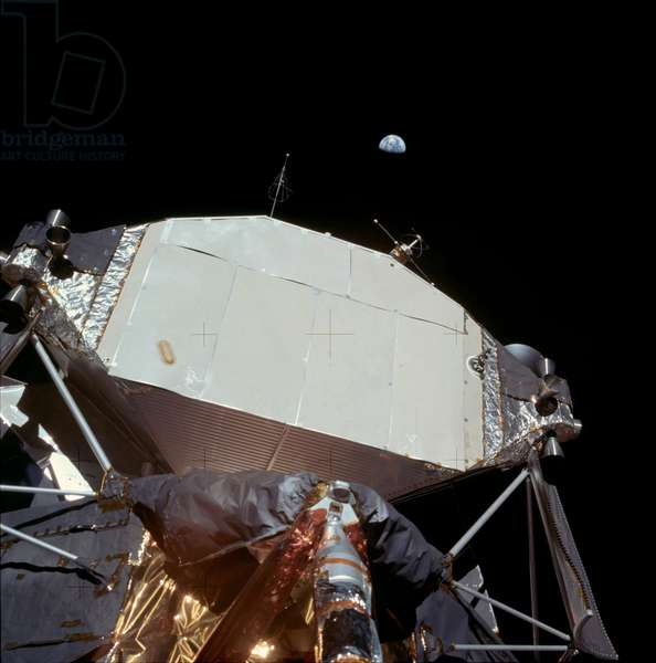 Apollo 11: the LEM and the Earth - Apollo 11: Earth over the LM - Partial view of the LEM and the Earth. 20/07/1969