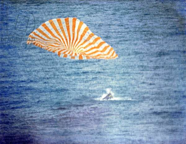 Gemini 10: return of the capsule - Gemini 10 splashdown - Ditching of the capsule Gemini 10 on 22 July 1966. Gemini 10 splashdown, Atlantic Ocean. July 22 1966