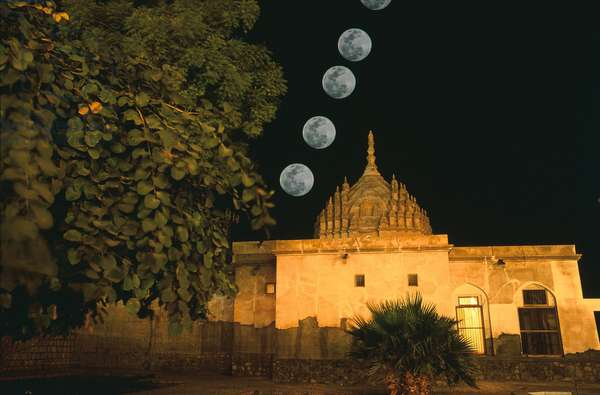 Moon and Hindu Temple of Bandar - Abbas - Full Moon above Bandar - Abbas hindu temple - Full Moon on the Hindu temple of Bandar - Abbas in Iran. Full Moon above Bandar - Abbas hindu templ
