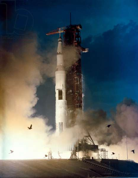 Take-off of the Saturn V/Apollo 14 rocket, 31st of January 1971 (photo)