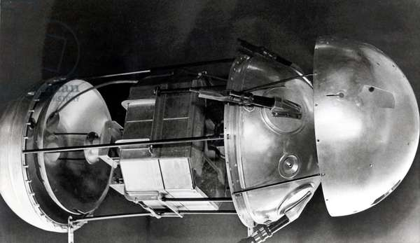 Artificial satellite Sputnik 1 - View of the interior of the satellit