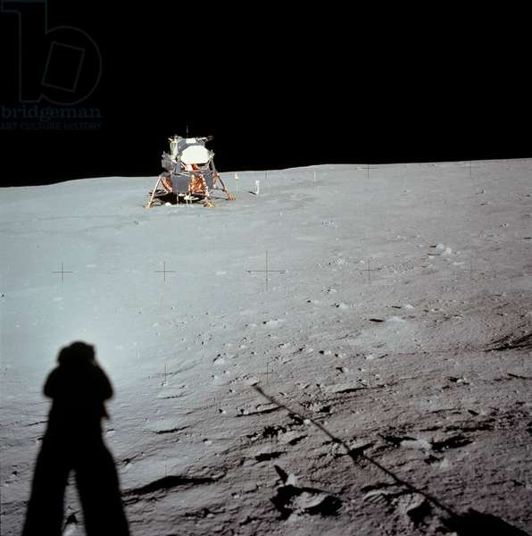 Apollo 11: the landing site - Apollo 11: landing site - The landing site with the Lem and the deployed flag. On the left, the shadow of Neil Armstrong. 20/07/1969. Landing site with the lunar module and flag. Neil Armstrong's shadow is visible on the left. Jul 20 1969