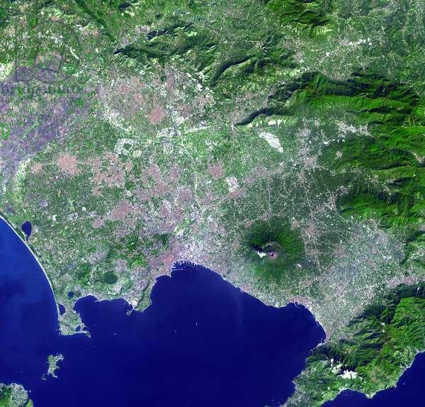 The Vesuve seen by satellite - Mt. Vesuvius, Italy - Mount Vesuve and the city of Naples, southern Italy, observed by the Terra satellite on October 13, 2006. Mt. Vesuvius and the city of Naples seen by the satellite Terra on October 13, 2006