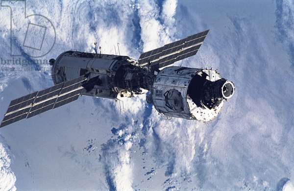 ISS: Unity and Zarya modules 12/1998 - ISS: Unity and Zarya modules 12/1998 - Deployment of Unity and Zarya modules, first elements of the International Space Station (ISS). 15/12/1998. A 35 mm scene of the connected Zarya and Unity modules floating in space after having been released from Endeavour's cargo bay a bit earlier. Six crew members, who had earlier spent the majority of their on - duty mission time working on the tandem of space hardware, watched from Endeavour as the joined modules moved away from the shuttle. Dec 15 1998
