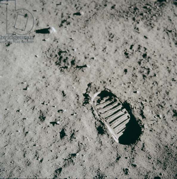 Apollo 11: Lunar ground with footprint - Apollo 11: Edwin Aldrin's bootprint in the lunar surface - Lunar surface with the Aldrin footprint. 20/07/1969. Edwin Aldrin's bootprint in the lunar surface. Jul 20 1969