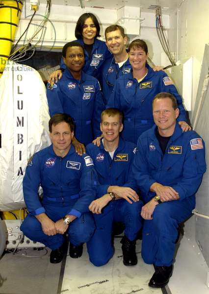 """Crew Columbia STS - 107 - 12/2002 - STS - 107 crew 12/2002 - 19/12/2002 Front row (de g.a d.) Ilan Ramon, William Willie McCool and David Brown. Derriere, Michael Anderson, Kalpana Chawla, Rick Husband and Laurel Clark. The STS - 107 crew poses in front of the entry into Space Shuttle Columbia during Terminal Countdown Demonstration Test activities on the pad. Kneeling in front are (left to right) Payload Specialist Ilan Ramon (the first Israeli astronaut), Pilot William """""""" Willie"""""""" McCool and Mission Specialist David Brown. Standing in back are (left to right) Payload Commander Michael Anderson, Mission Specialist Kalpana Chawla, Commander Rick Husband and Mission Specialist Laurel Clark. The TCDT also includes a simulated launch countdown. STS-107 is a mission devoted to research and will include more than 80 experiments that will study Earth and space science, advanced technology development, and astronaut health and safety. Launch is planned for Jan. 16, 2003, between 10 a.m. and 2 p.m. EST aboard Columbia"""