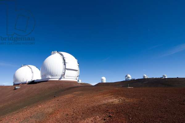 Mauna Kea Observatory - Mauna Kea observatory - Mauna Kea Observatory, 4200 metres, altitude, Hawaii, USA. From right to left, the English UKIRT 3 metre telescope, the Hawai 2.2 metre telescope, Gemini North, CFHT, the Nasa 3 metre infrared telescope, the Keck 1 and Keck 2 telescopes. The Mauna Kea observatory, about 4,200 m height. Hawaii, USA. From right to left: UKIRT, UH 2,2m, Gemini North, CFHT, the Nasa IRTF, Keck 1, Keck 2 telescopes