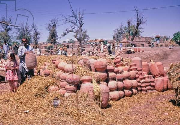 Clay pots in Pakistan, 1969 (photo)