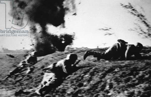 German paratroopers under fire, Battle of Crete, 1941 (b/w photo)
