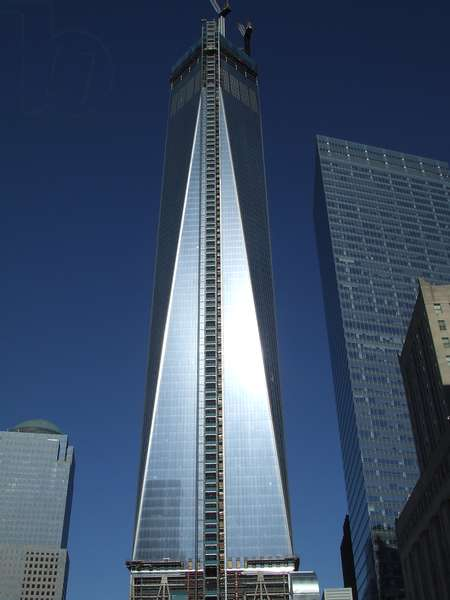 Constructing One World Trade Center on site of twin towers destroyed by 9/11 terrorist attack, 2013 (photo)