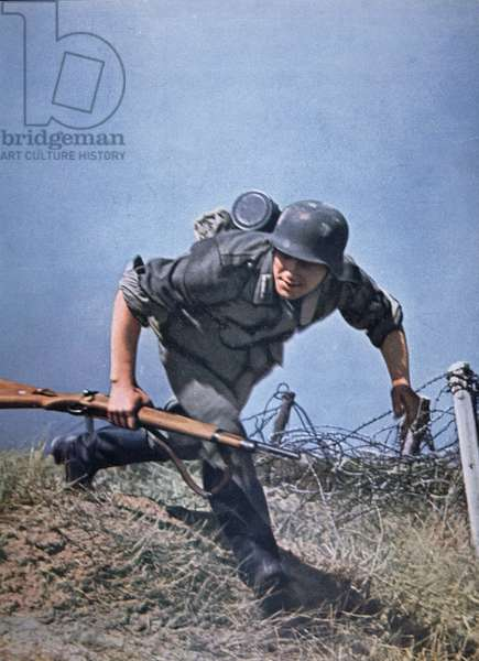 German infantryman advances into combat armed with a Mauser 98k carbine (photo)