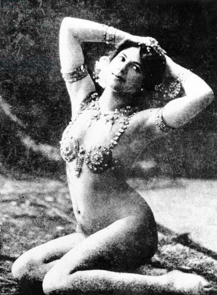 Mata Hari, 1907 (b/w photo)