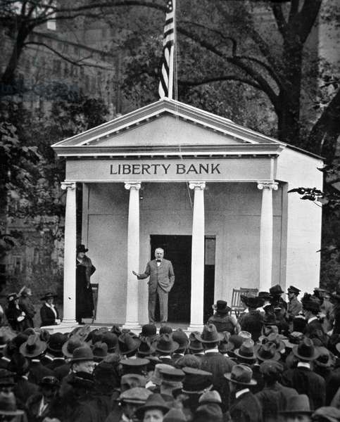 The 'Million Pound' Liberty Loan Campaign: scene outside a Liberty Bank in New York City, October 1917 (b/w photo)