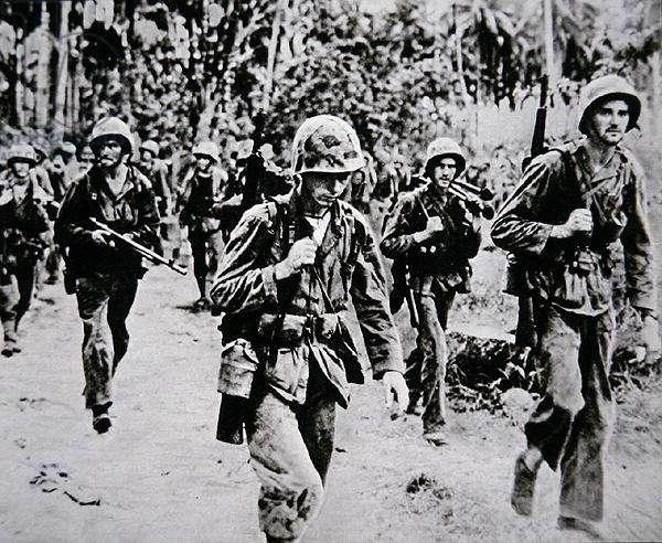 US Marines land on Bougainville, Solomon Islands, October-December, 1943 (b/w photo)
