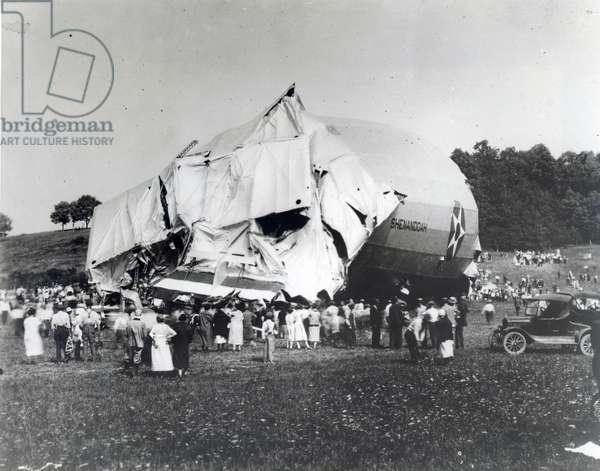 U.S. Navy airship 'Shenandoah', 1925 (b/w photo)