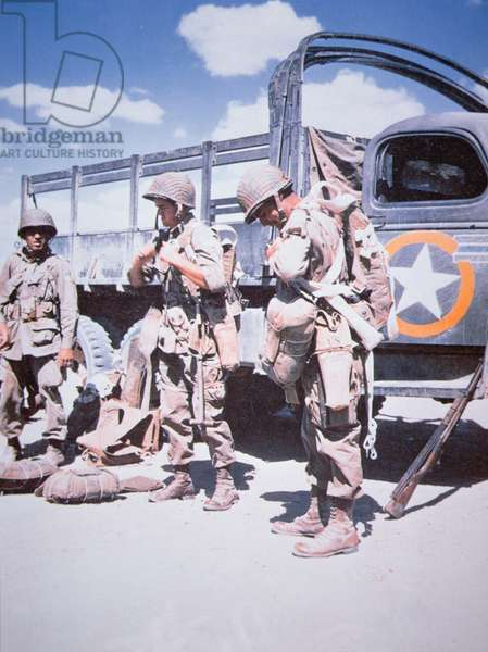 Paratroopers of the US 82nd Airborne Division prepare in North Africa for the drop on Salerno, Italy, early September 1943 (photo)