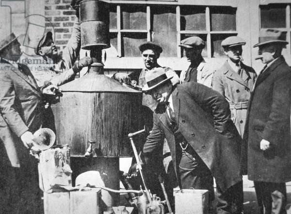 Federal US agents discover an illegal alcohol still during the American Prohibition  (1920-33) (b/w photo)