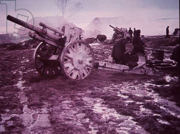 German artillery, light field howitzer, during German invasion of Russia, 1940s (b/w photo)