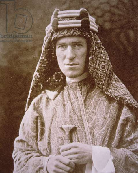 T.E. Lawrence in Arab costume during WWI, c.1914-18 (b/w photo)